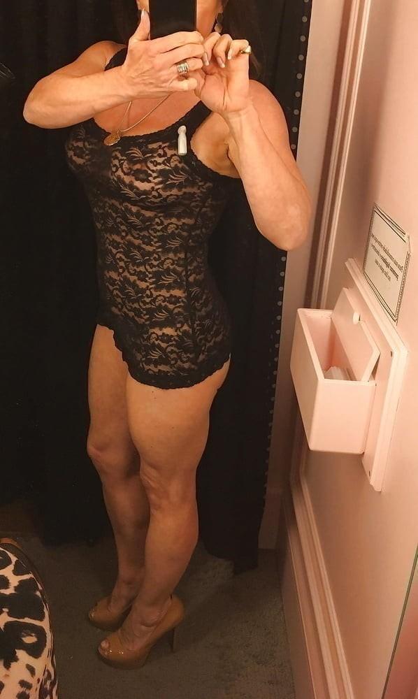 slatka zategnuta sexy milf traži prijatelja
